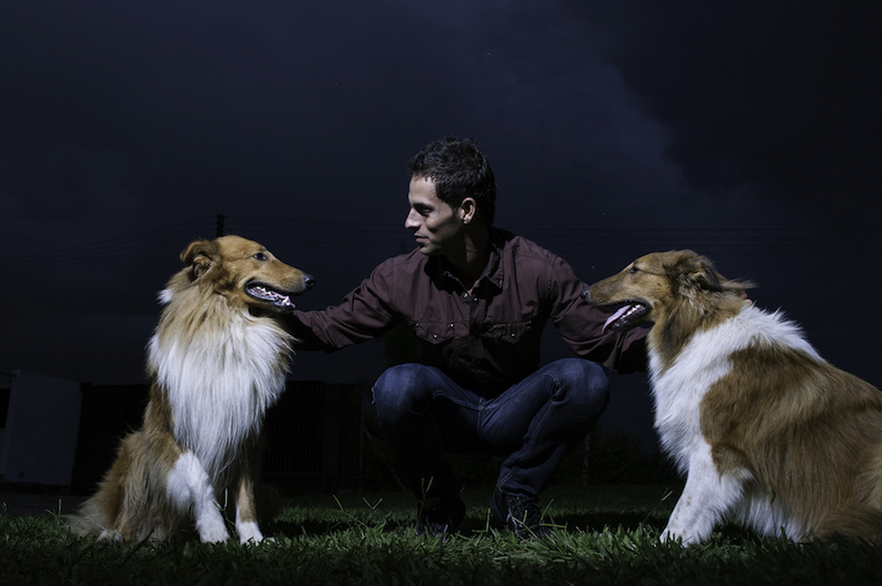 Santi Giraldo tennis player and his dogs
