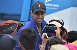 Santiago Giraldo (C) of Colombia poses for fans on day two of the 2015 Australian Open tennis tournament in Melbourne on January 20, 2015. AFP PHOTO / PAUL CROCK -- IMAGE RESTRICTED TO EDITORIAL USE - STRICTLY NO COMMERCIAL USE        (Photo credit should read PAUL CROCK/AFP/Getty Images)